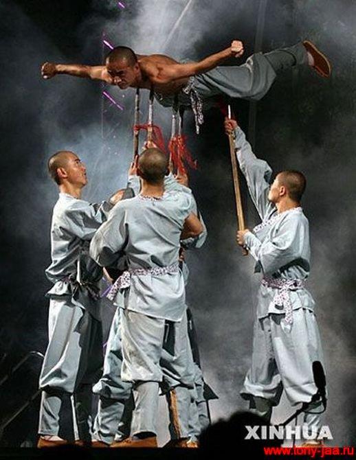 Монахи Шаолиня и копья
