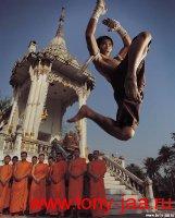 Тони Джаа (Tony Jaa) - Удар коленом в прыжке