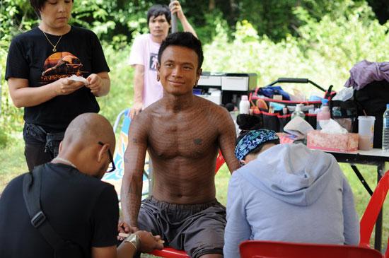 Ден Чупонг на съемочной площадке
