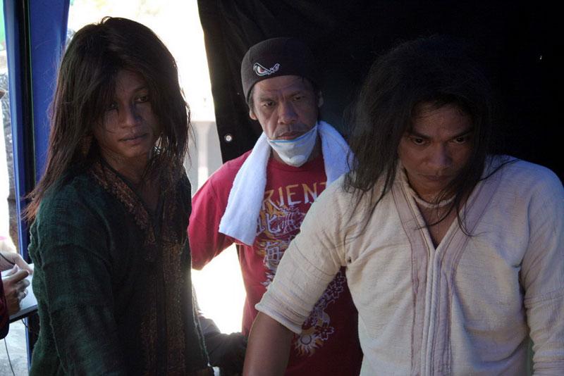 Ден Чупонг и Тони Джаа на съемочной площадке