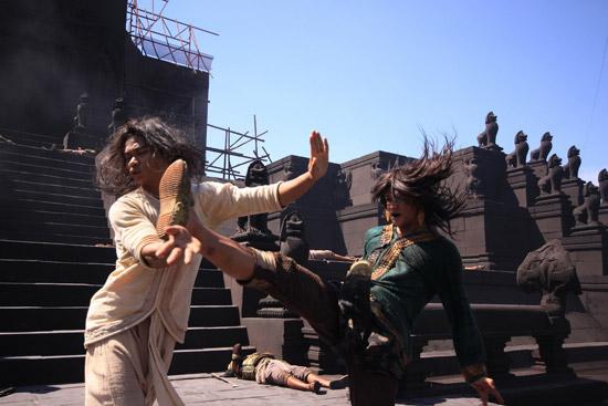 Ден Чупонг против Тони Джаа
