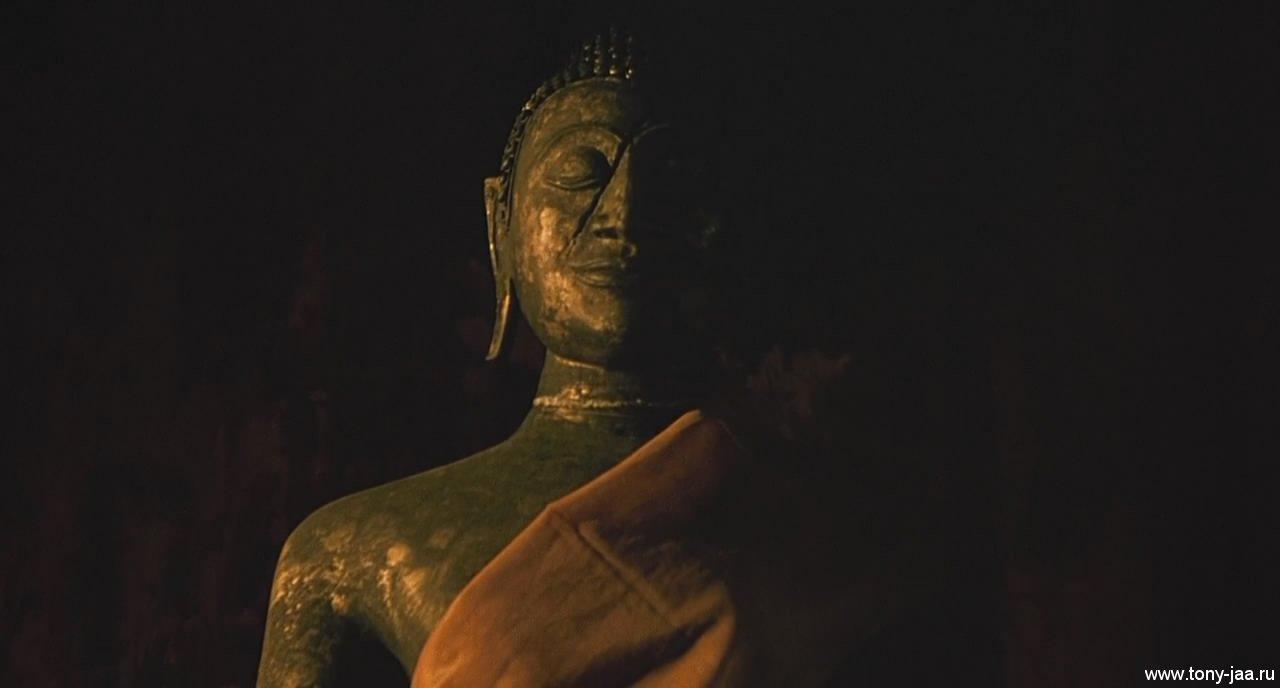 Онг-Бак (Ong-Bak) - Голова Будды на месте