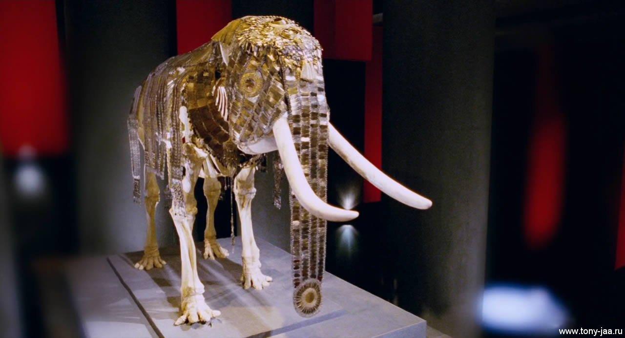 Украшенное чучело  слона