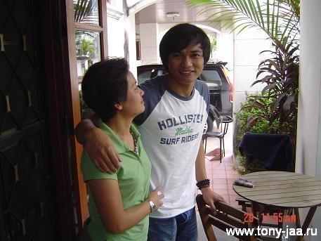 Тони Джаа  со своей мамой?