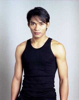 Молодой Тони Джаа