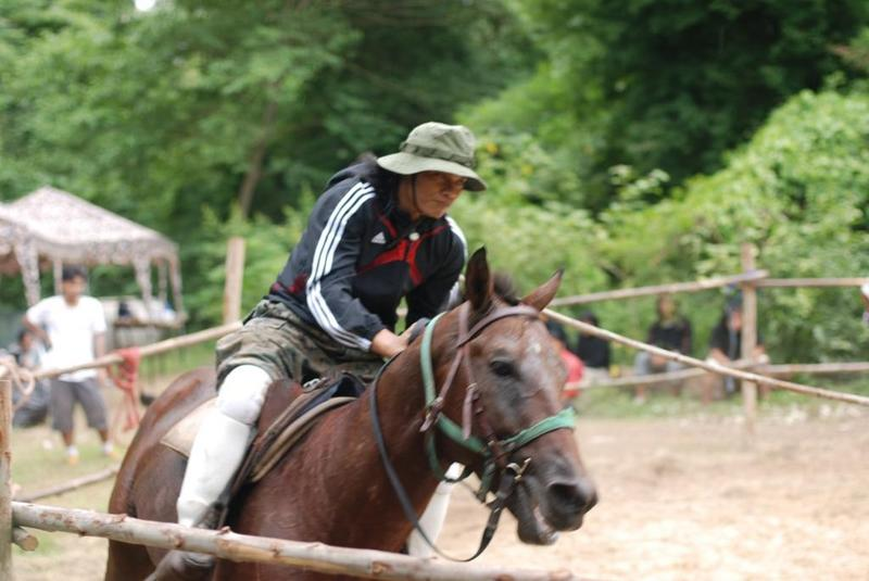 Тони Джаа (Tony Jaa) на коне
