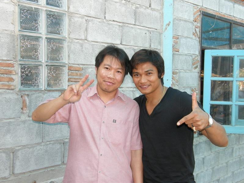 Тони Джаа с поклонником