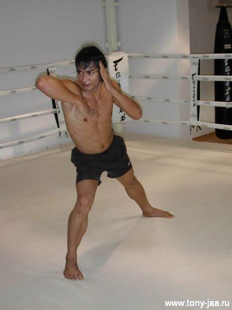 Тони Джаа (Tony Jaa)- удар локтем